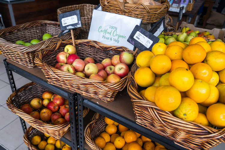 plastic free fresh fruit display
